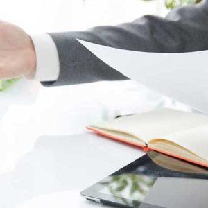見積書のチェックや契約交渉を支援します。